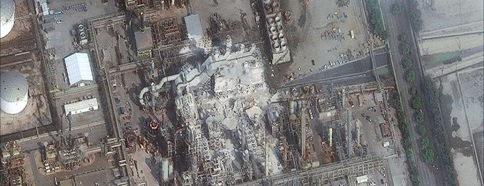 DigitalGlobe satellite image of the Torrence, Calif. refinery after an explosion in February 2015.