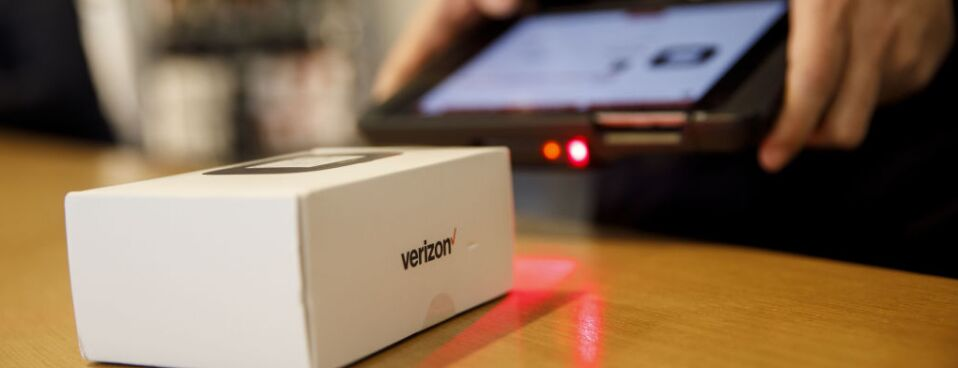 Verizon to Give Buyouts to 10,400 Employees in Restructuring (1)
