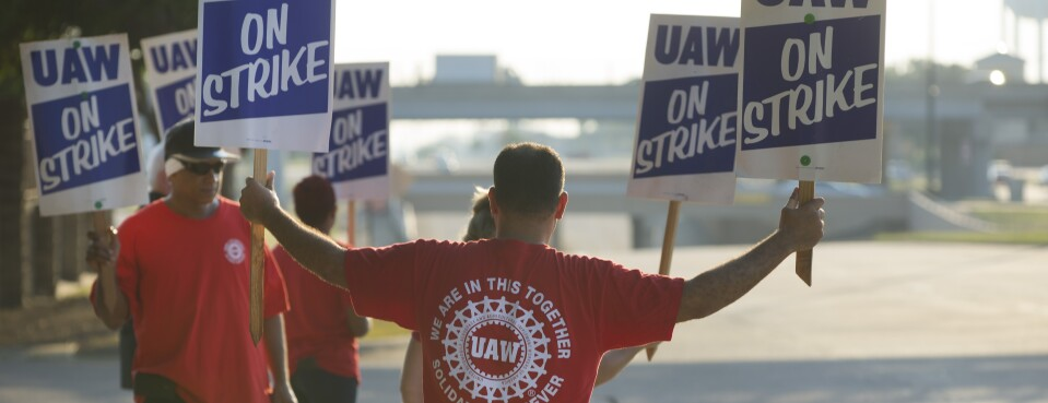 Fast Strike Against GM Breaks Years of UAW Negotiating Tradition
