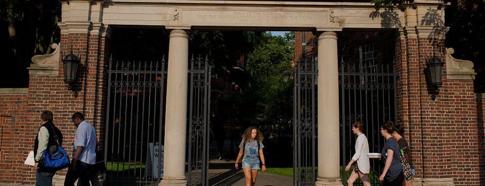 Harvard Frats May Challenge Leadership Ban for Members
