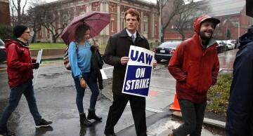 grad student unionize dlr 7-