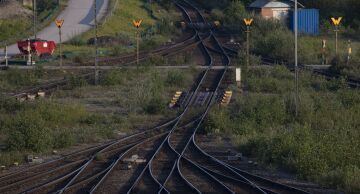 Photo of empty railroad tracks.
