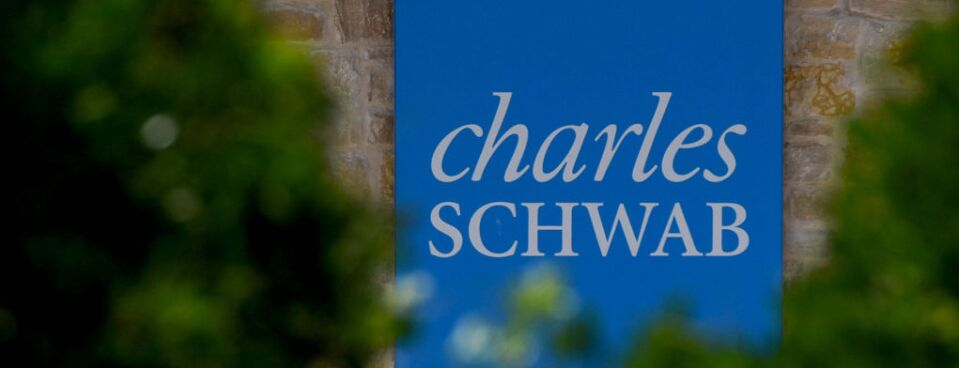 Charles Schwab Wants 9th Cir  to Send 401(k) Suit to Arbitration