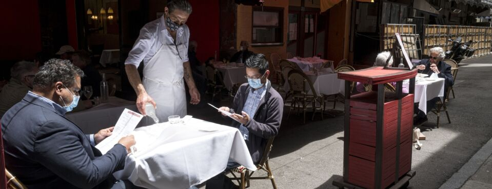 Photo of masked customers and workers at a restaurant in San Francisco during the Covid-19 pandemic.