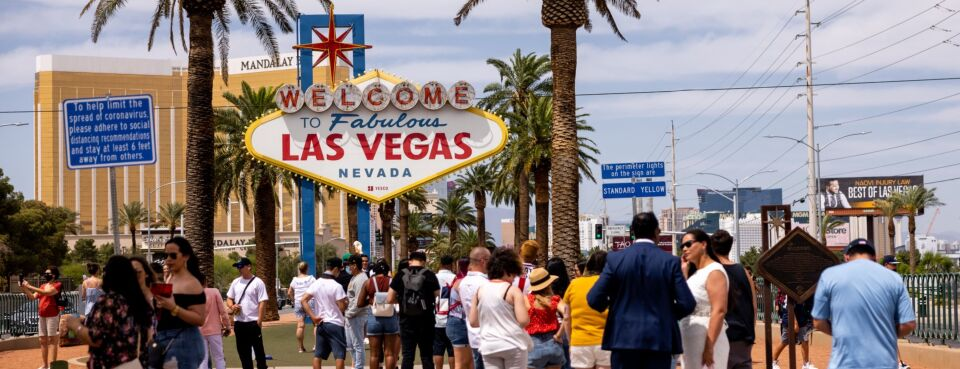 """Photo of """"Welcome to Fabulous Las Vegas"""" sign."""