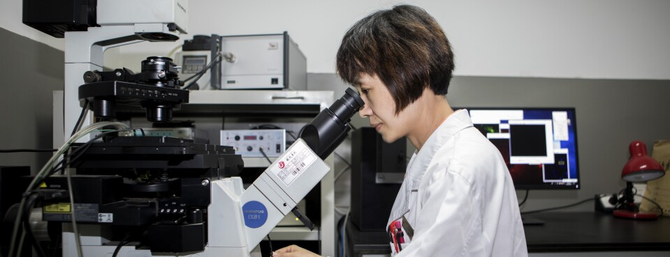 woman and microscop